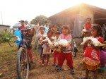 Distribution de viande et de riz